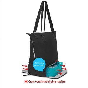 NWT in packaging Skip Hop Pump bag